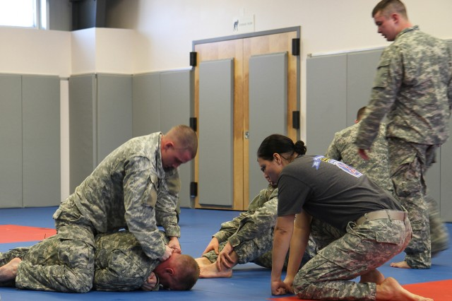 Standish (MI) United States  City new picture : ... learn basics of hand to hand combat | Article | The United States Army