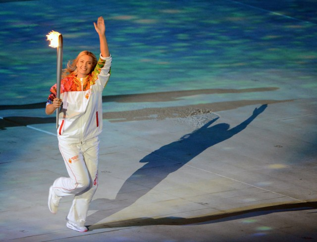 Torch arrives at Opening Ceremony