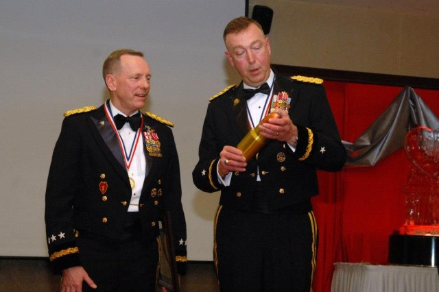 8th Army Commander attends 19th Expeditionary Sustainment Command winter ball