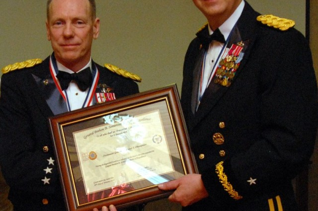 8th Army Commander receives the Gen. Brehon B. Somervell Medal of Excellence award