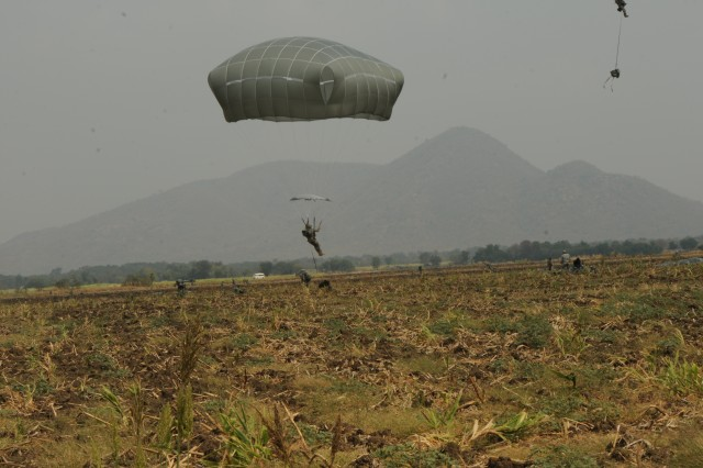 Spartan Brigade demonstrates quick response, airborne ability at Cobra Gold 2014
