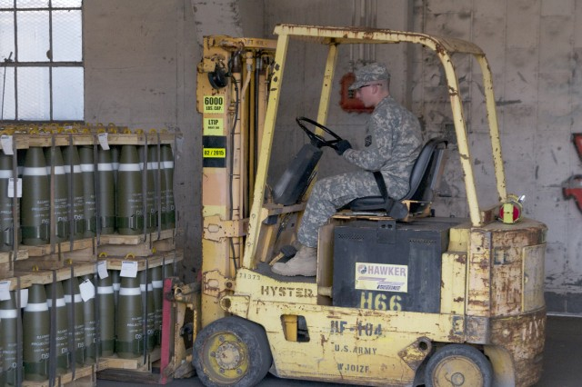 Soldiers Gain Experience With Live Ammo Handling Article