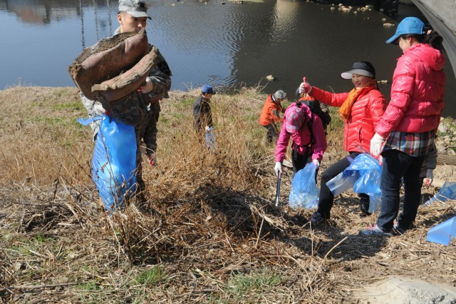 Shincheon River Clean-up