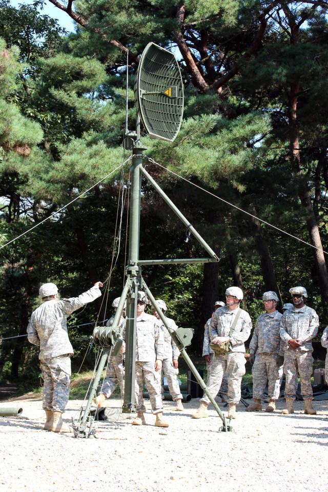 Raising a 30-meter mast
