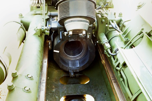 An M777 open breech assembly shows the obturator spindle at the U.S. Army Aberdeen Test Center, Aberdeen Proving Ground, Md., March 6, 2014.