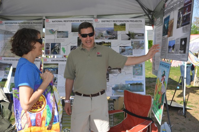Craig Carrington, chief, plan formulation Section explains various projects and work the Corps has done to Diane Shearfrom Nashville at the 13th annnual Nashville Earth Day Festival at Centennial Park April 19, 2014.