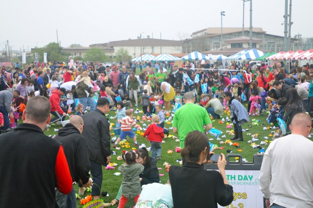 Hundreds of community members and their children turned out for the various events at the Earth Day Eggstravaganza, in the vicinity of Soldier Field, April 30. Following the run, most of participants collected their green t-shirt and then joined the Eggstravaganza and Earth Day festivities. On Soldier Field, activities such as basketball, birdseed making, face painting, bouncers kept the children busy until it was time for the Eggstravaganza. -- U.S. Army photos by Helena Kim, William Kim and Effy An