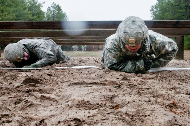 412th, 416th TEC Soldiers tackle Day 2 of combined Best Warrior competition