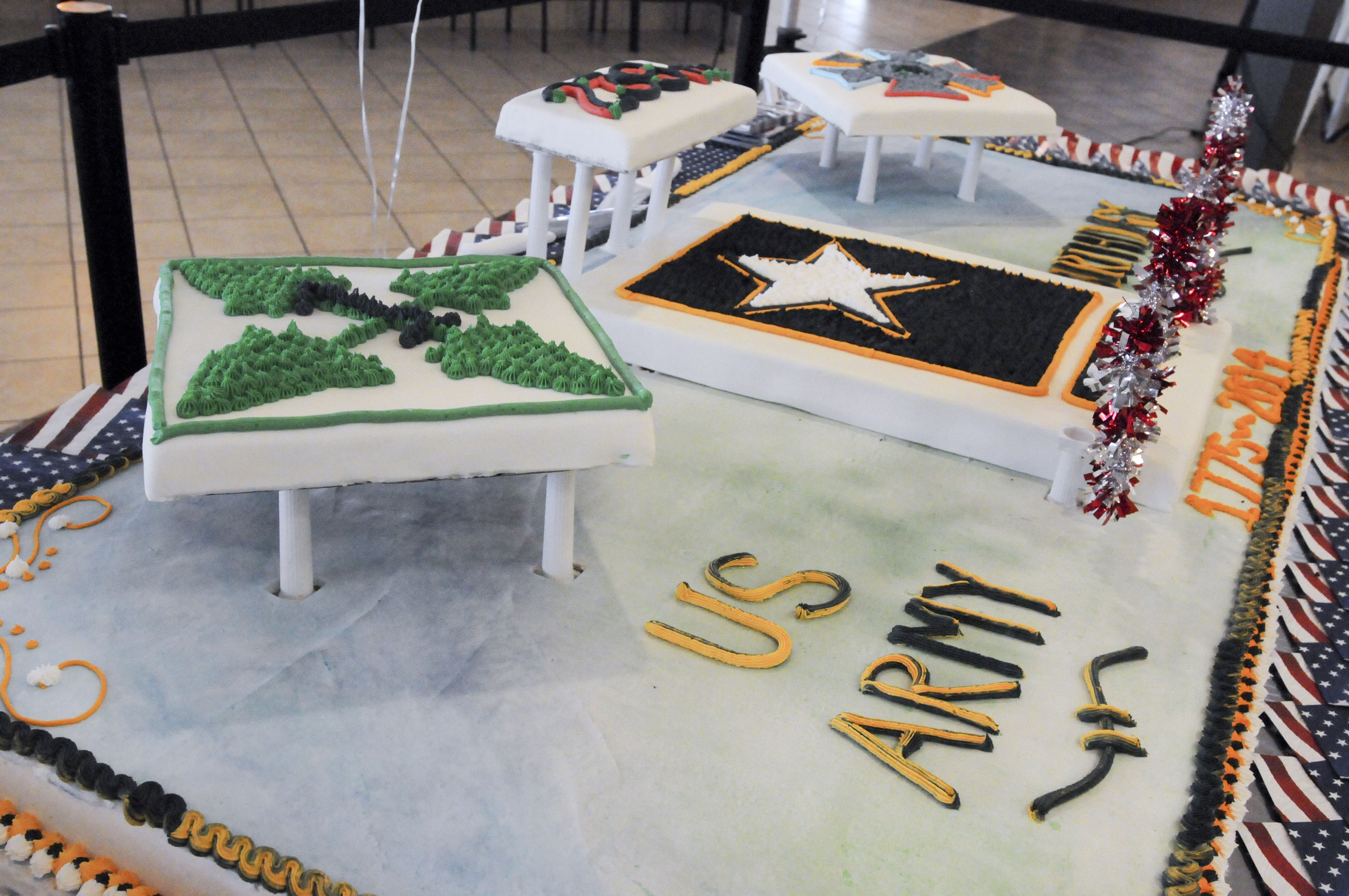 Let Them Eat Cake Troops Celebrate Army Birthday Article The