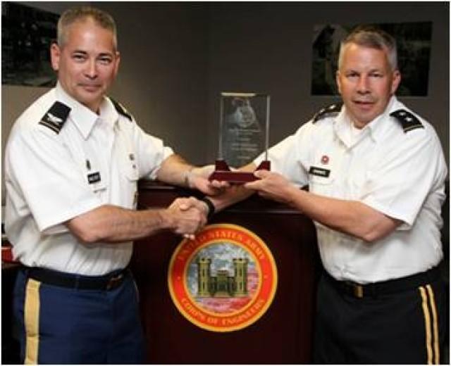 MG Semonite receives FY13 Best AT Program Award