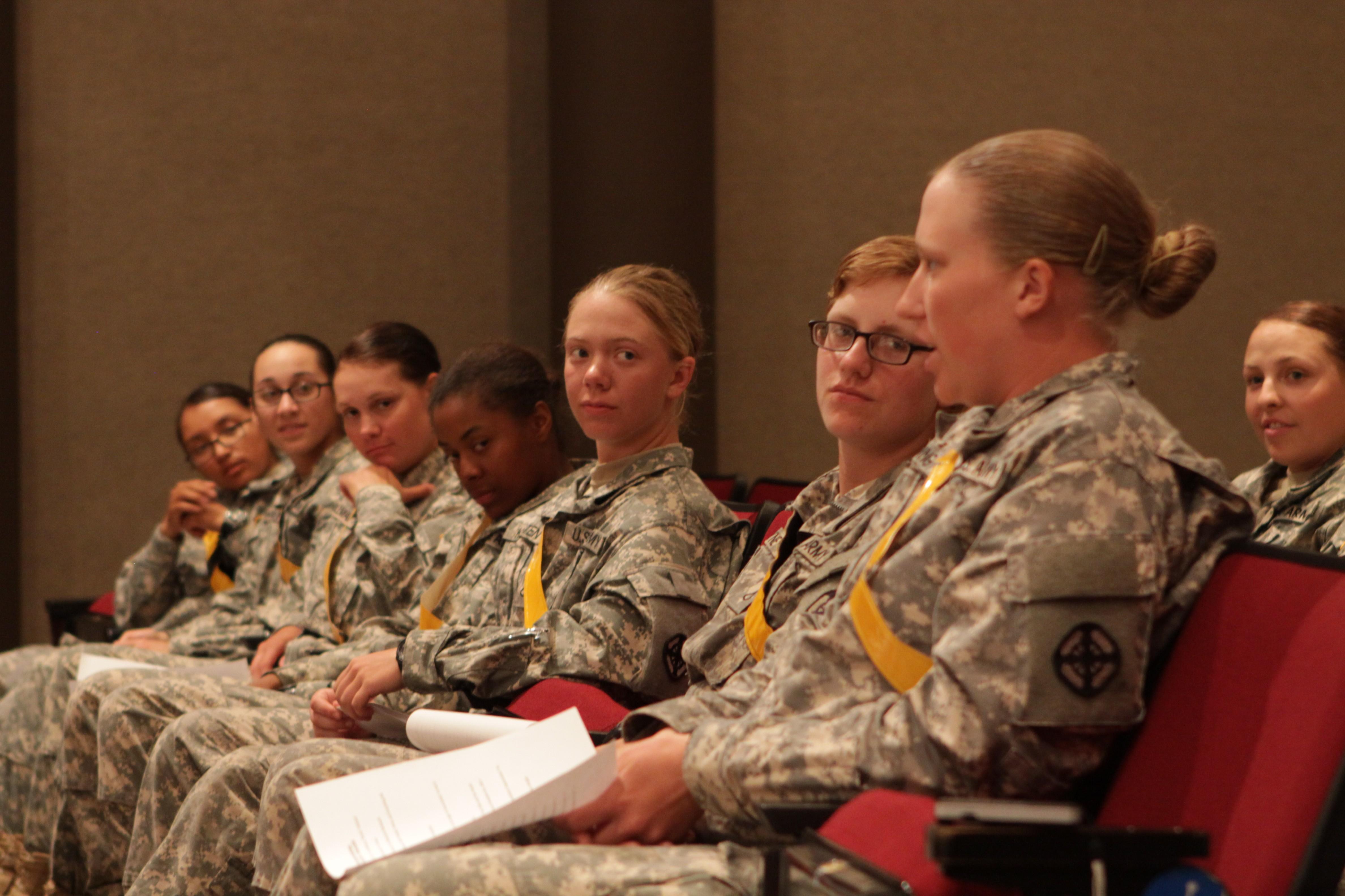 Leaders Meet Women Soldiers Talk New Job Openings
