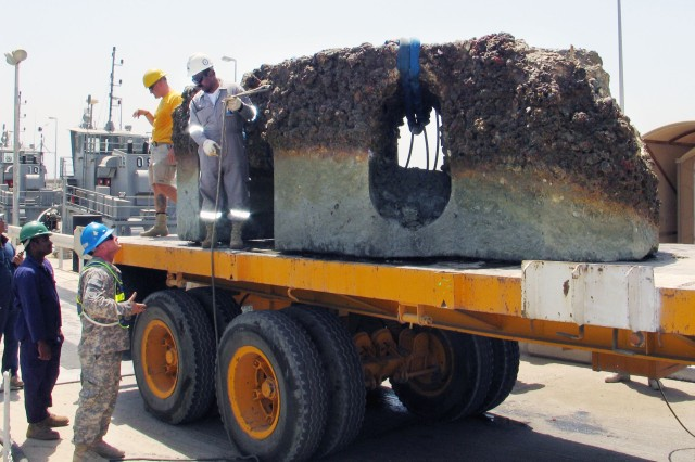 WES-K, AFSBn-Kuwait, remove 12-ton obstacle from Kuwaiti