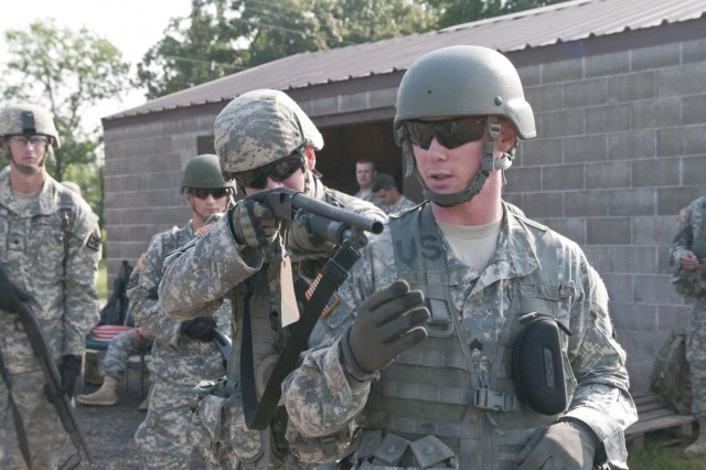 soldiers gain new experiences on weapons vehicles article the rh army mil Manual Book U.S. Army Field Manual