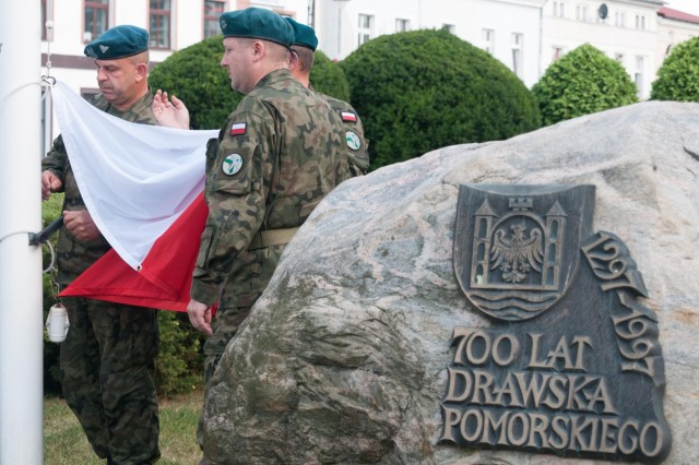 Paratroopers honor the 70th Anniversary of Warsaw Uprising