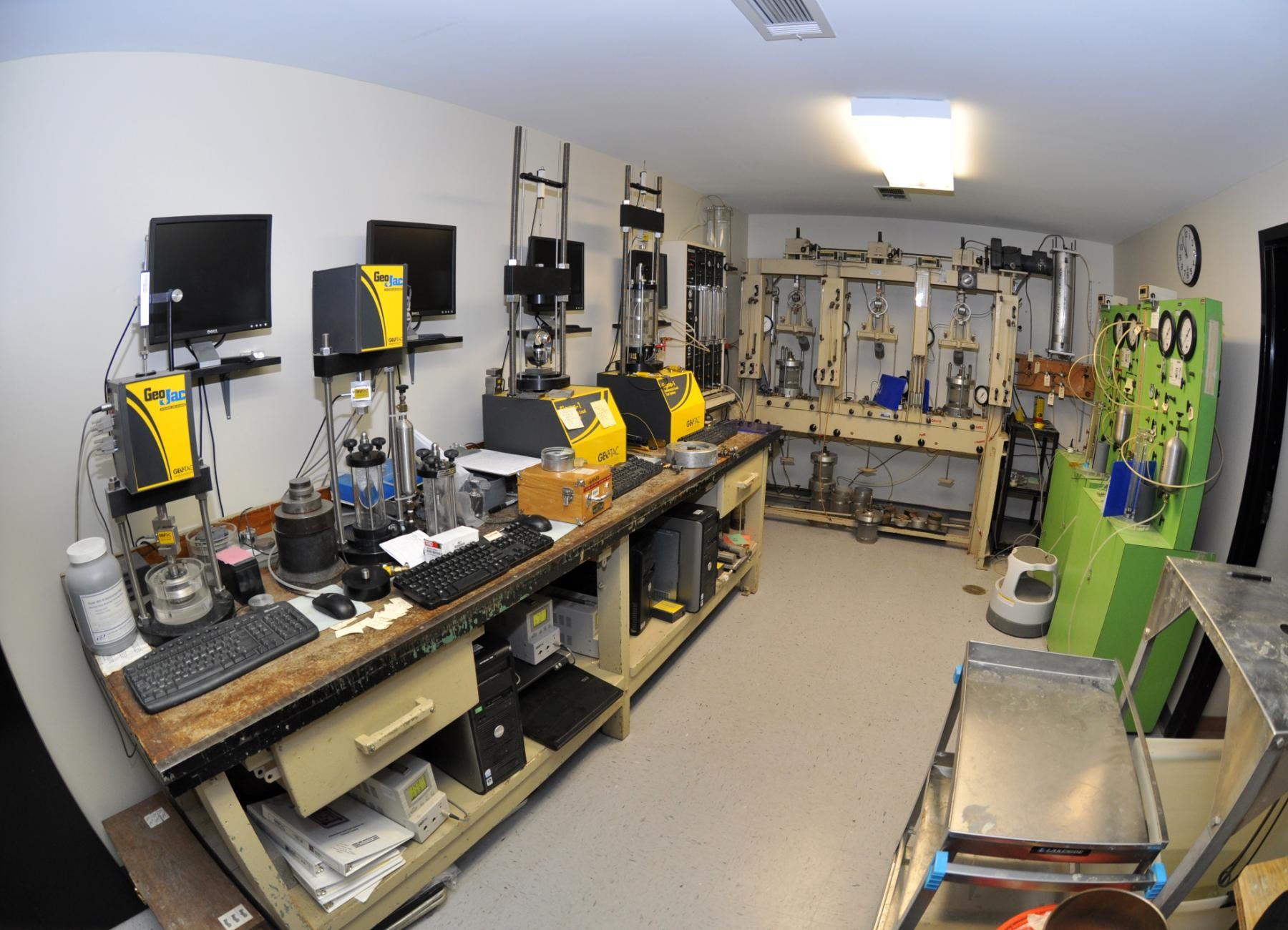 Building Test Instruments : Usace lab a worldwide leader in materials testing