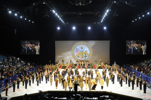 "Soldiers from the 3rd U.S. Infantry Regiment (The Old Guard) and The U.S. Army Band ""Pershing's Own"" perform Spirit of America at Van Andel Arena in Grand Rapids, Mich. on Sept. 24."