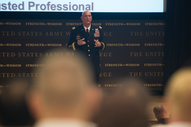 CSA discusses Army Operating Concept with Army War College class of 2015