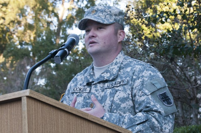 U.S. Army Reserve Maj. Samuel Kicker, incoming commander, Headquarters and Headquarters Company, 412th Theater Engineer Command, speaks to HHC Soldiers for the first time as their commander during the HHC change of command ceremony in Vicksburg, Miss., Oct. 19. (U.S. Army photo by Staff Sgt. Roger Ashley)
