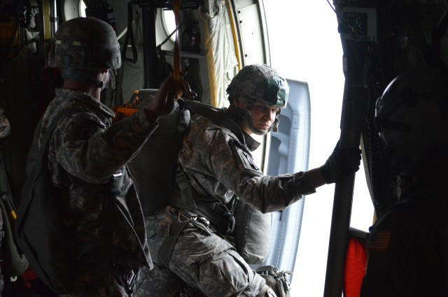 Jumpmaster checking the door