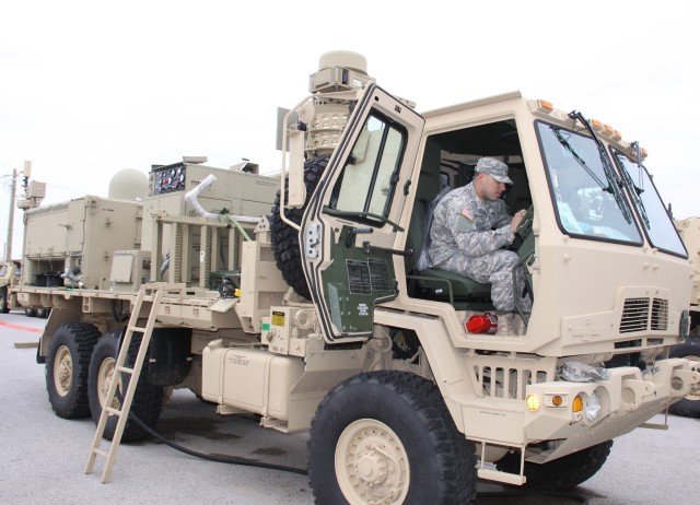 Army network connects Soldiers, NGOs in Ebola response mission