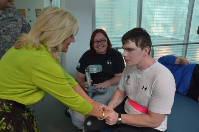 Dr Biden Thanks Wounded Troops Caregivers In San Antonio