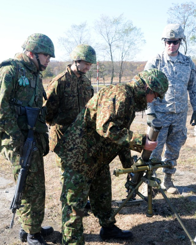 JGSDF, US Army share mortar tactics during Orient Shield 14