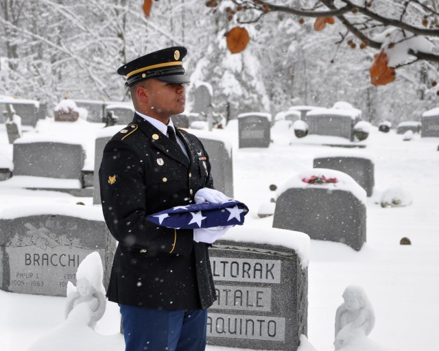 New York Army National Guard to conduct 9,600 military funerals in 2014