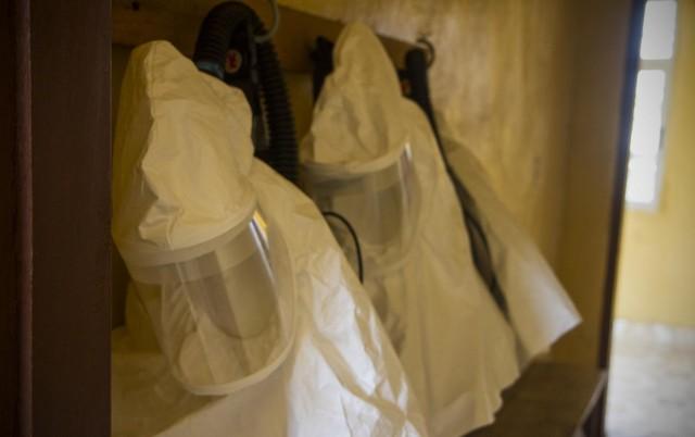 Soldier-scientists begin closure of Ebola testing labs