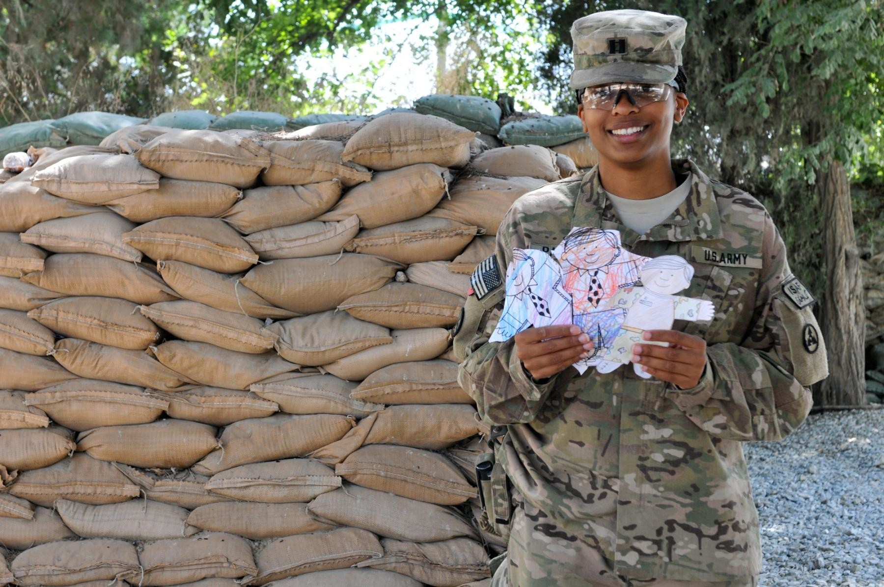 3rd ESC Soldiers meet with pen pals | Article | The United