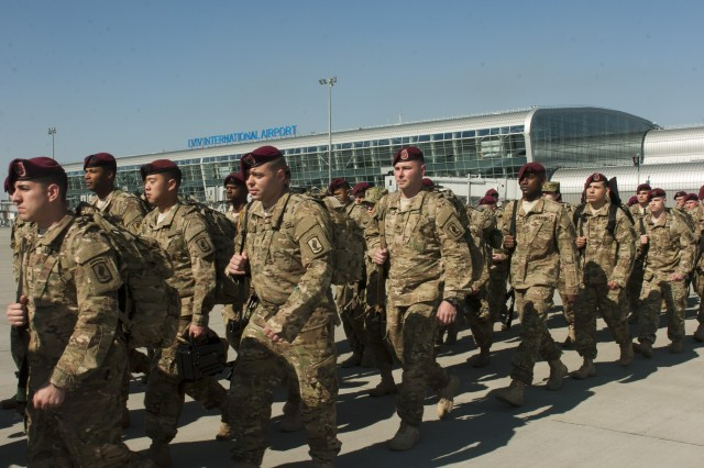 Paratroopers, from the 173rd Airborne Brigade, arrive at Lviv International Airport in Lviv, Ukraine, April 11, 2015, in support of Fearless Guardian, a program to train Ukrainian national guard troops.
