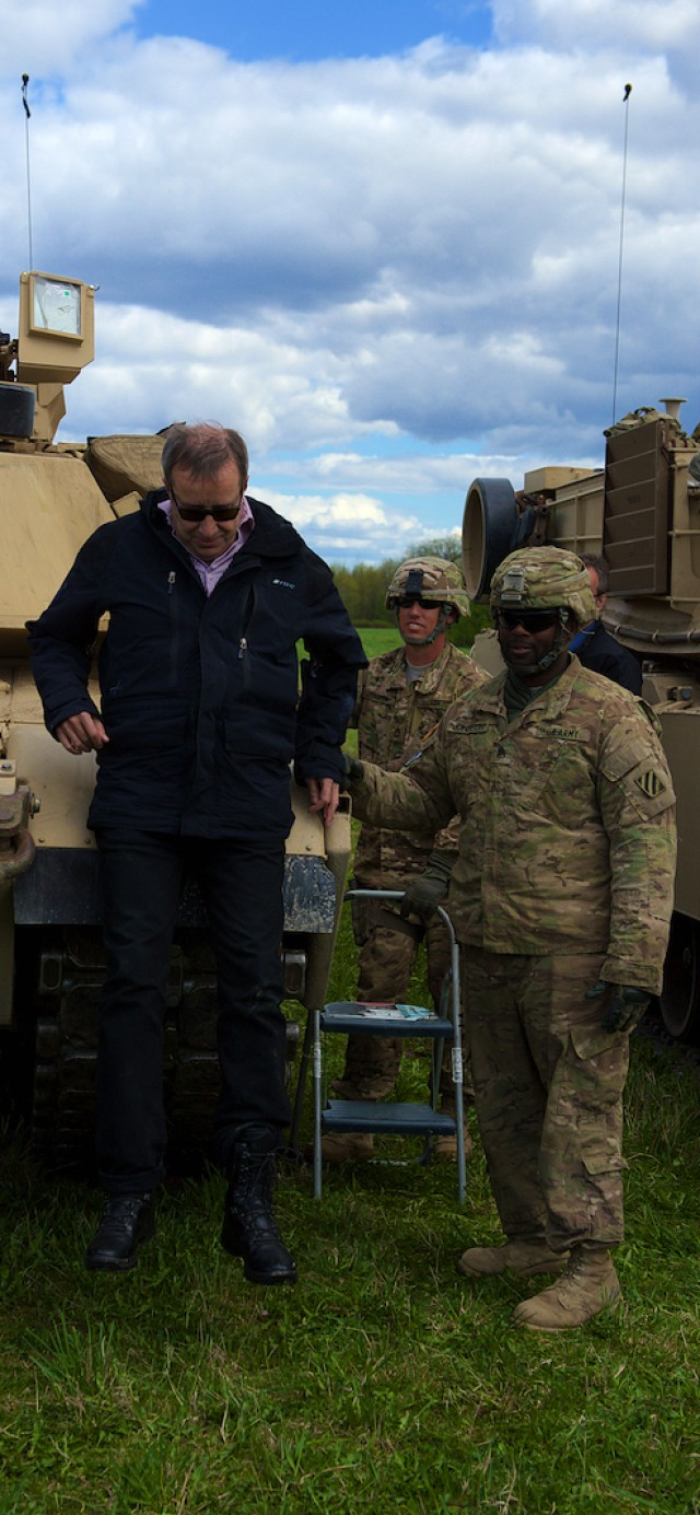 Estonia President visits Soldiers during Operation Siil