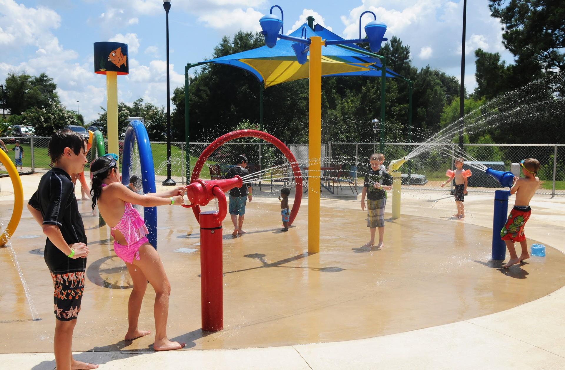 Splash into summer lake water park pools offer ample for Splash pool show quebec