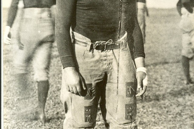 Photo of William Shemin on the Syracuse Varsity football team, left guard.