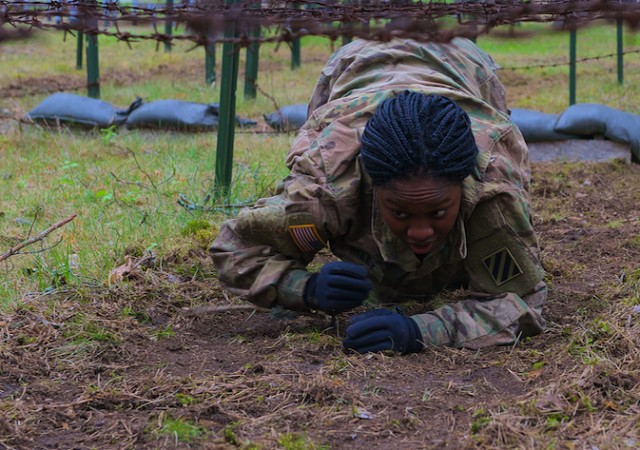U.S. Soldiers take obstacle course challenge in Latvia