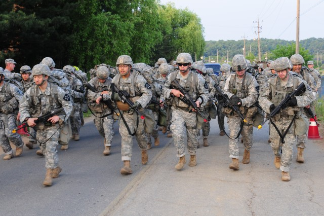 Soldiers from the U.S. and South Korean armies participated in the march as part of a EFMB test May 29 in Paju, South Korea. (U.S. Army photo by Pfc. Kim Tae-hyoung/U.S. Eighth Army public affairs office)