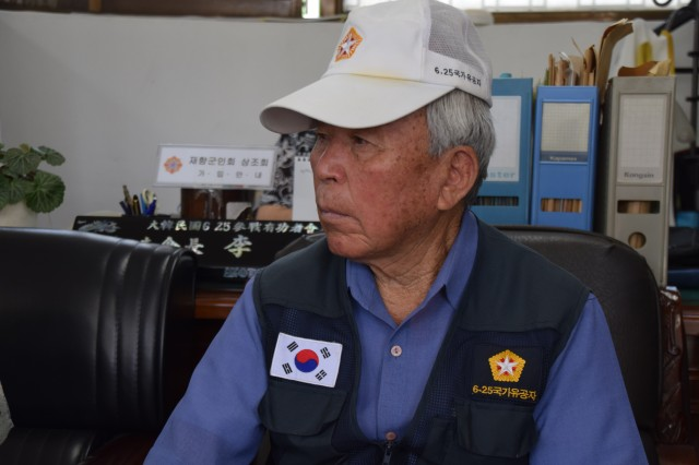 O Jae Kwon recounts his time as an artilleryman with the ROK Army at the Ministry of Patriots and Veterans Affairs -- Osan branch June 3, 2015.  Kwon served in the ROK Army until 1956 before returning to his pre-war occupation as a rice farmer in the city of Dongtan. (Photo by Staff Sgt. Heather Denby, 35th ADA Public Affairs)