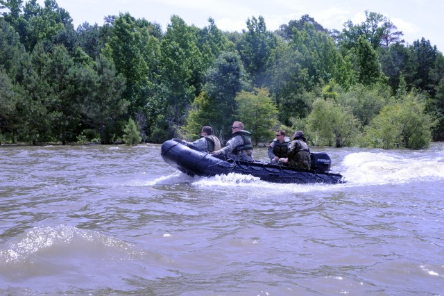 Open-water helicopter search-and-rescue demonstration - NY ...  |National Guard Water Rescue