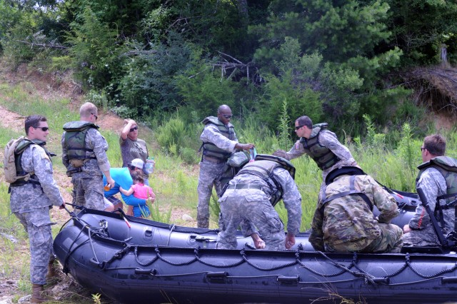National Guard readying 30,000 troops for Harvey rescue ...  |National Guard Water Rescue