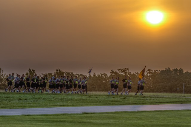 The rising sun greets several-hundred participants of the regimental run.