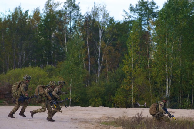 Soldiers, from the British army's 1st Battalion, Irish Guard, maneuver during a situational training exercise as part of Silver Arrow 2015 in Adazi, Latvia, Sept. 27, 2015.