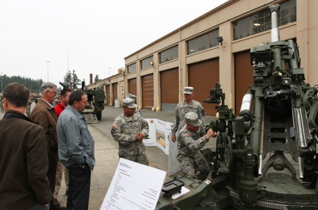 Vancouver executives tour JBLM