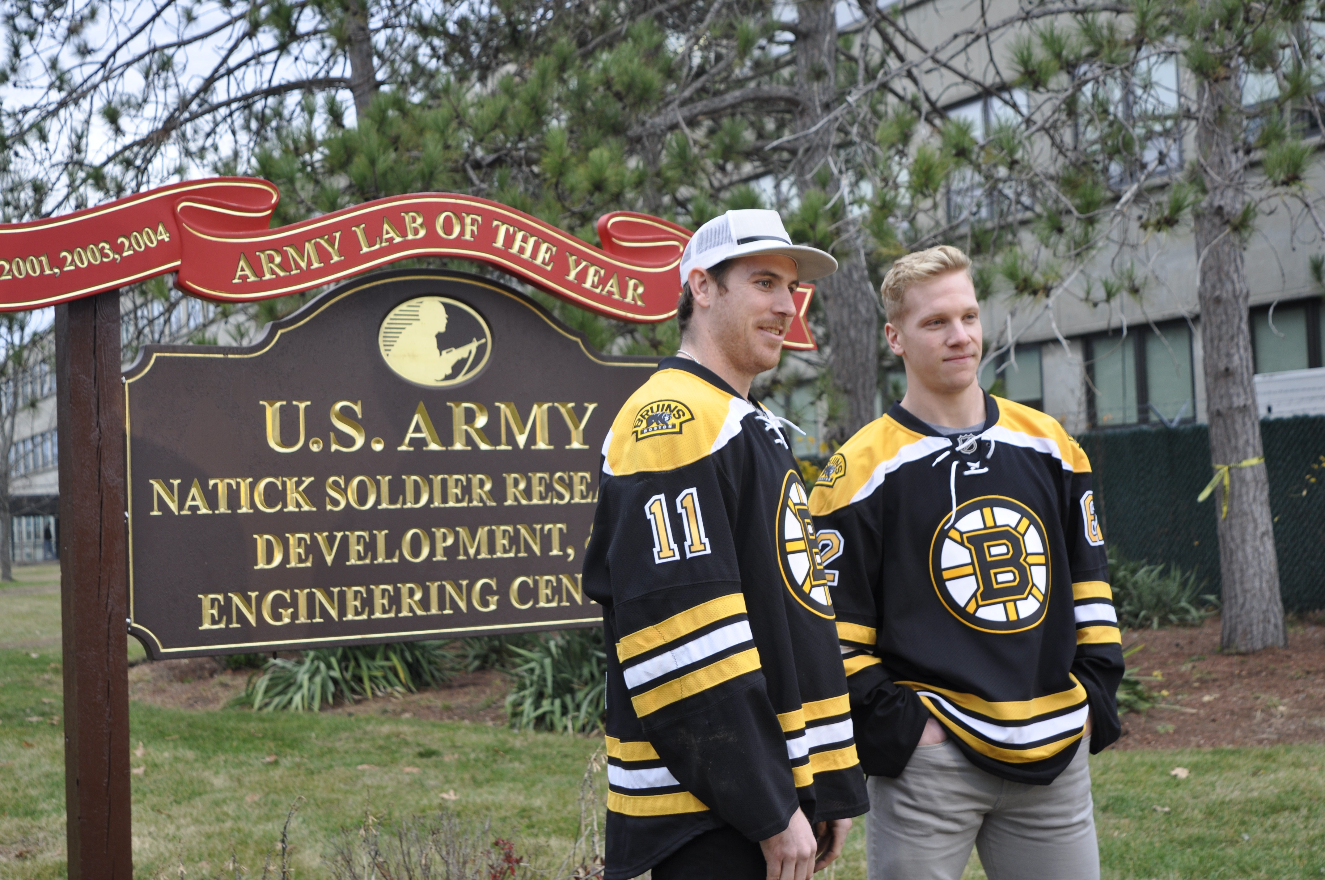 Nsrdec Soldiers And Veterans Score A Visit From Boston Bruins
