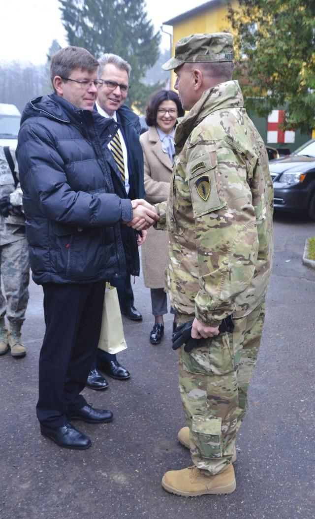 Ukrainian land forces begin Fearless Guardian training