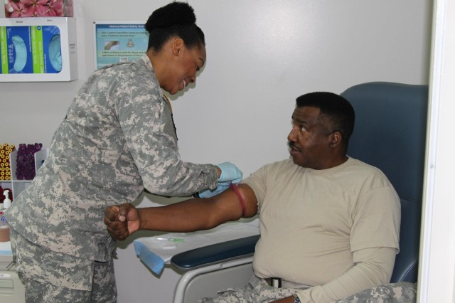 121 CSH Soldiers Assist Reservist With Medical SRP