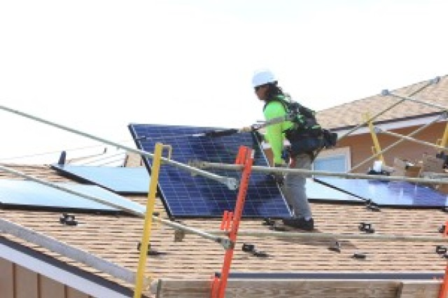 New rooftop photovoltaic systems are scheduled in USAG-HI housing this month.
