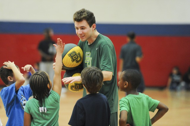Baylor basketball team holds youth camp at Fort Hood ...