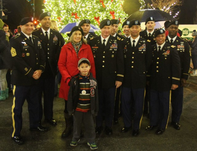 16th Combat Aviation Brigade leaders join University Place partners for tree lighting