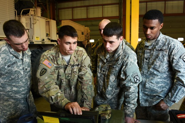 Soldiers assigned to the 10th Mountain Division practice the new Maintenance Support Device software at Fort Drum, New York, Dec. 7-11. (Photo by Michael Satchfield, TACOM EMS-NG)