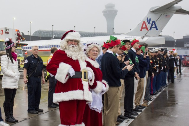 Army Reserve, Navy and Marine Corps members from the greater Chicago area arrived to send off the families participating in the Snowball Express, minus the actual snow, on Dec. 12. The program is sponsored by American Airlines, coordinating flights from 84 cities via nearly 60 chartered and commercial flights. The Snowball Express is a nonprofit organization established in 2006, providing an all-expenses-paid trip to families across the United States with a mission of bringing hope and new memories to the children of military heroes who have died while on active duty since Sep. 11, 2001. This year marks the 10th annual celebration, 13 Gold Star families from Northern Illinois were on this flight to Dallas for a weekend getaway of festivities and a memorial service for those family members that have been lost. (U.S. Army photo by Staff Sgt. Carrie A Castillo)