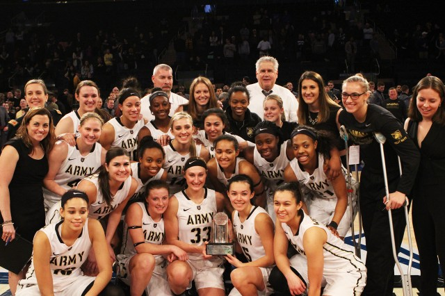 The U.S. Military Academy at West Point Women's Basketball team capture the Women's Basketball Gold Star in the 2015-16 Star Series Jan. 23 (Courtesy photo by Army Athletics/all rights reserved.)